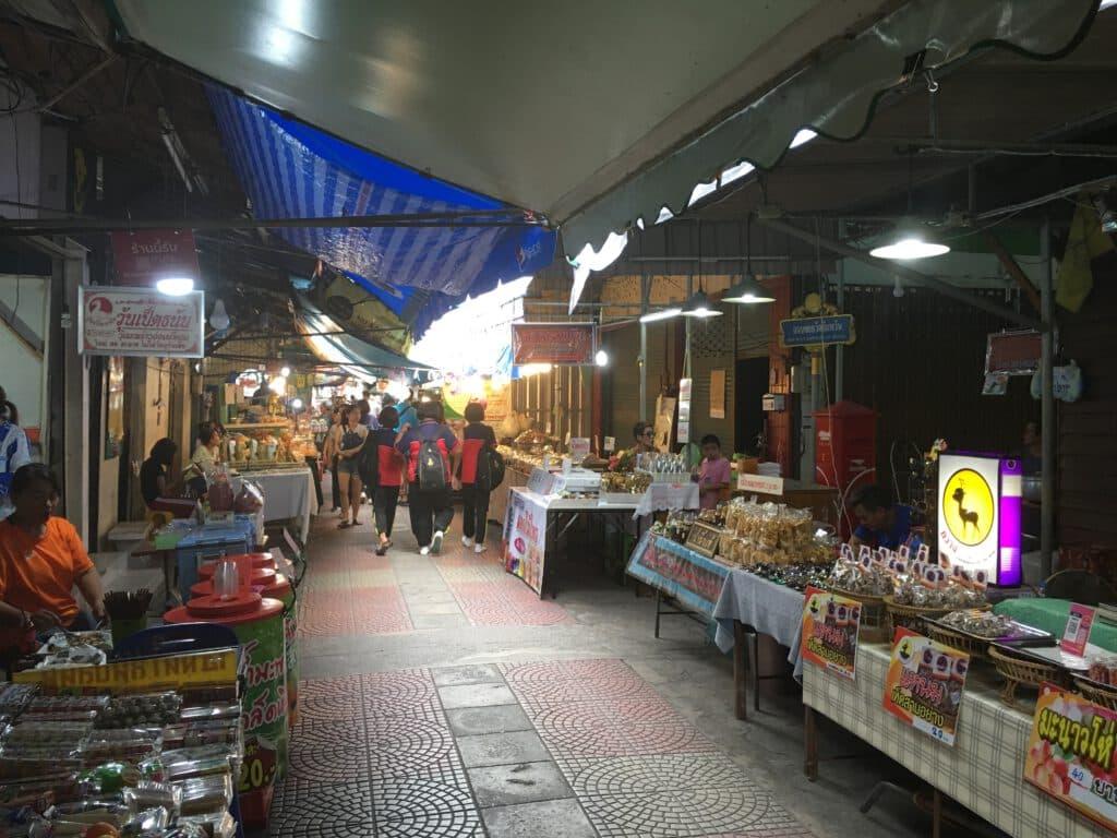 เดินเที่ยวตลาดน้ำอัมพวา สวยๆ