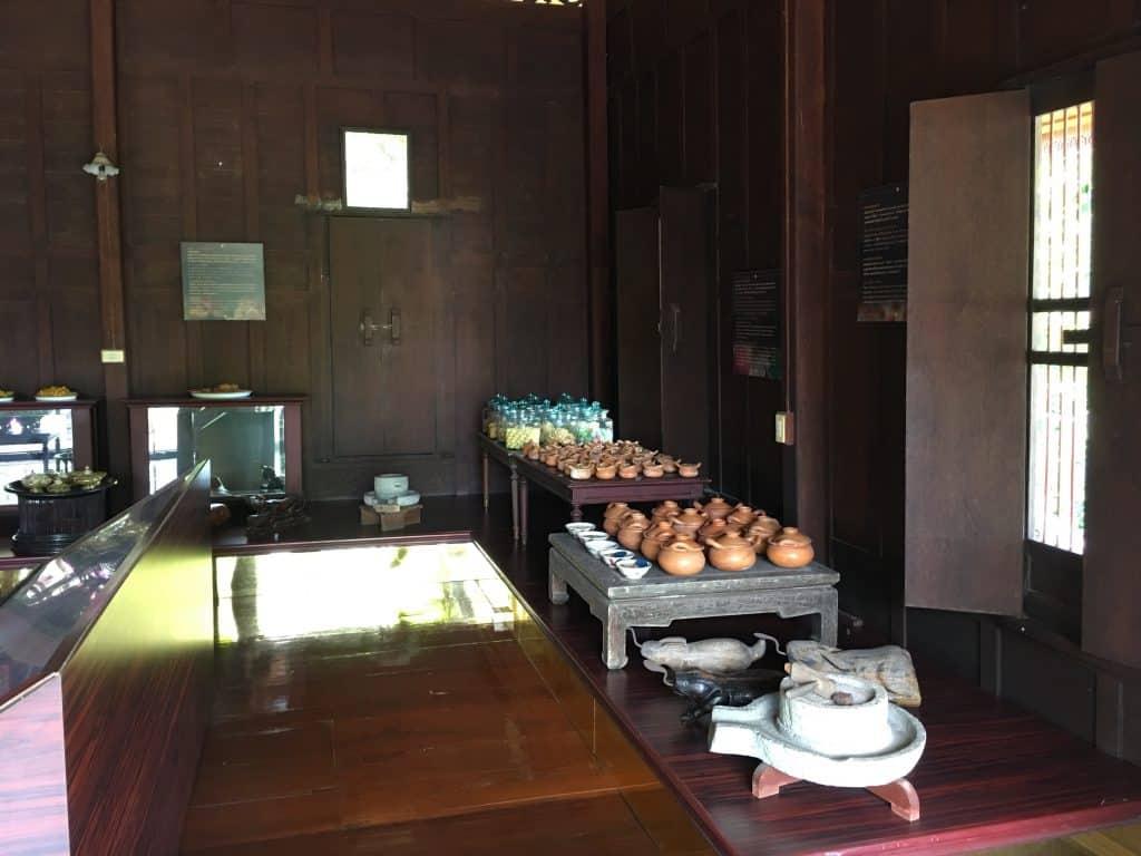 ภายในชั้นสองของพิพิธภัณฑ์ขนมไทย อุทยานร.2 โดย บ้านสวนนวลตา ที่พักริมน้ำอัมพวา