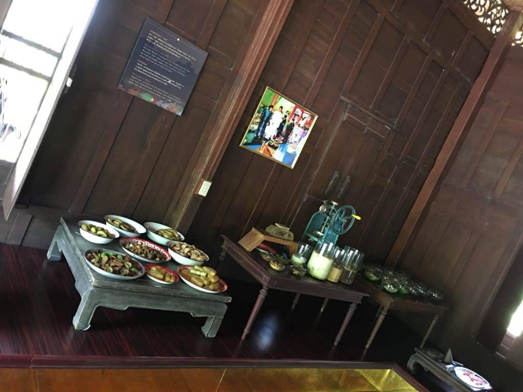 ภายในชั้น2ซ้ายสุด พิพิธภัณฑ์ขนมไทย อุทยานร.2  โดยคุณที่พักอัมพวาสวยๆ