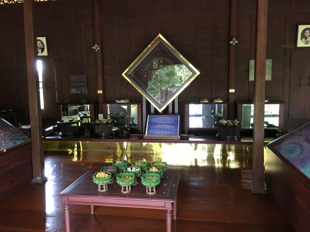 ภายในชั้น2ส่วนกลาง พิพิธภัณฑ์ขนมไทย อุทยานร.2 โดยคุณที่พักอัมพวาใกล้ตลาดน้ำ