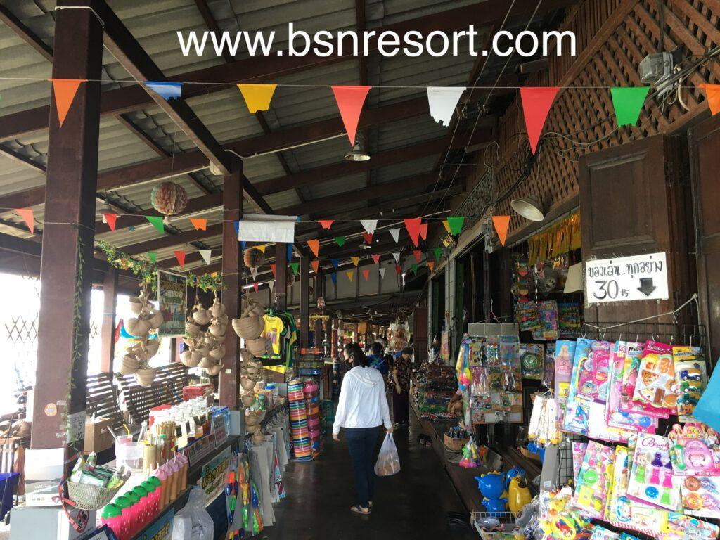 ร้านขายของต่างภายในตลาดน้ำ